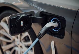 הצמיחה המטאורית בשוק הרכבים החשמליים תסייע לסין בהשגת יעדי האקלים שלה